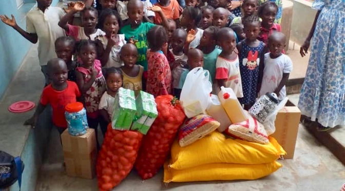 Footballer  Pelé Gomes  in collaboration with Nobalur for some donations in Guinea-Bissau
