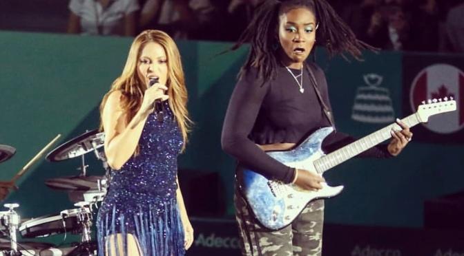 Alana Sinkey shared the stage with Shakira |Nobalur